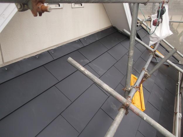 新設屋根材敷設中DSCF2418