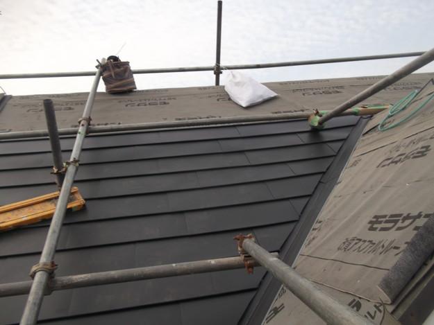 新設屋根材敷設中DSCF2419