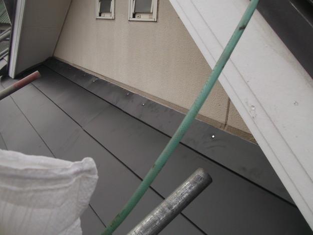 新設屋根材敷設中DSCF2421