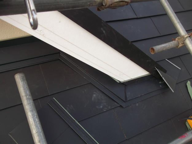 新設屋根材敷設中DSCF2426