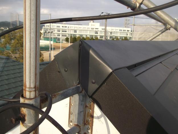 新設屋根材敷設中DSCF2465