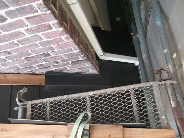 新設屋根材敷設中DSCF2468