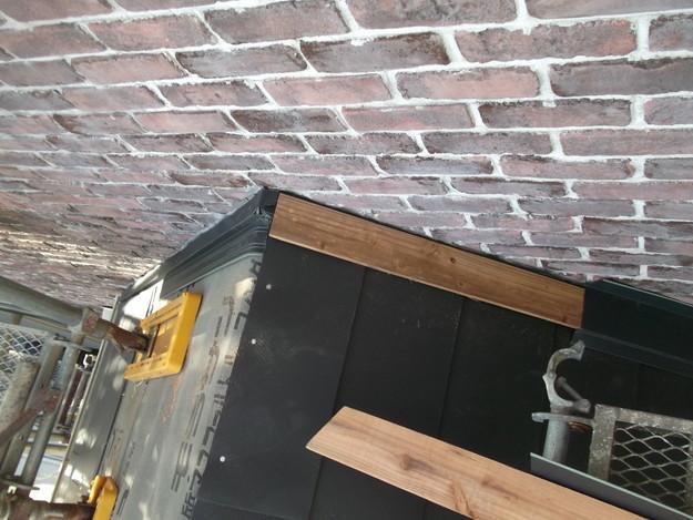 新設屋根材敷設中DSCF2470