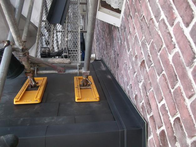 新設屋根材敷設中DSCF2475