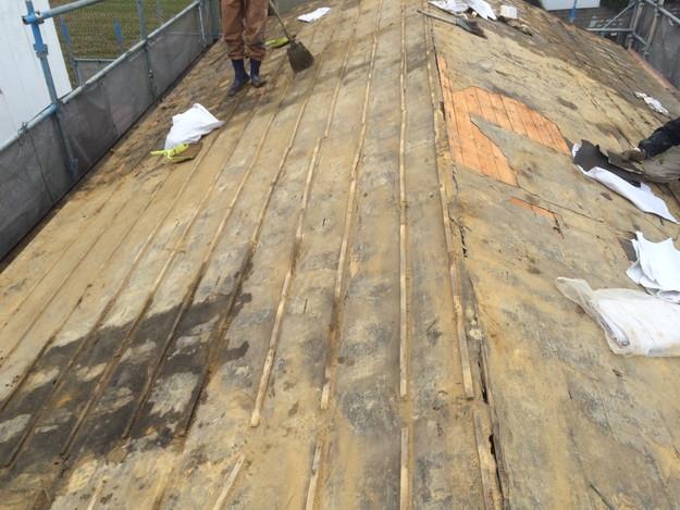 既存和瓦の撤去作業1449324376619