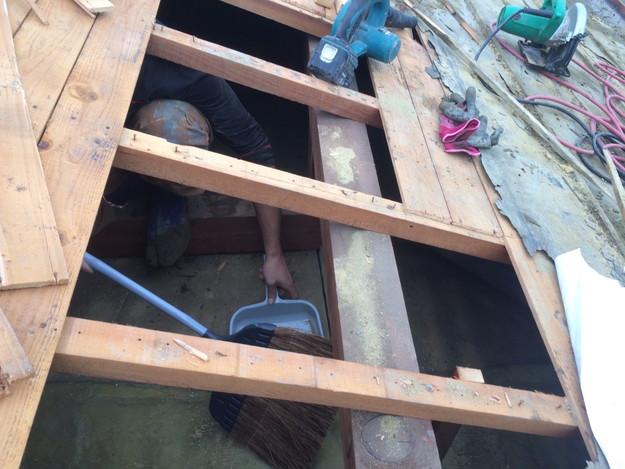 既存和瓦の撤去作業1449324380036