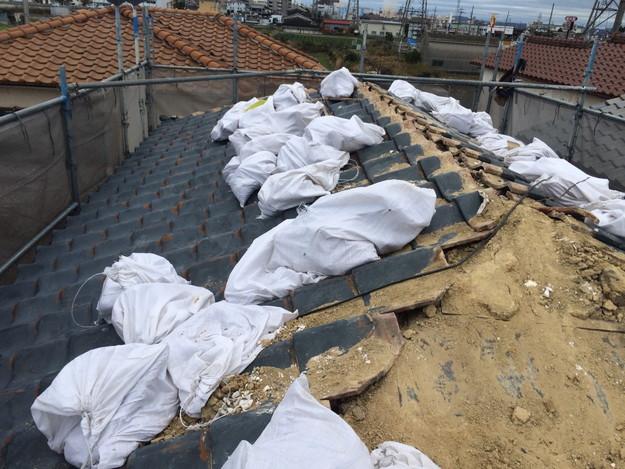 既存屋根瓦の撤去作業1449367298674
