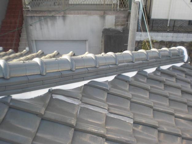 棟瓦の漆喰修理とズレめくれ対策棟瓦ラバー工事CIMG2245