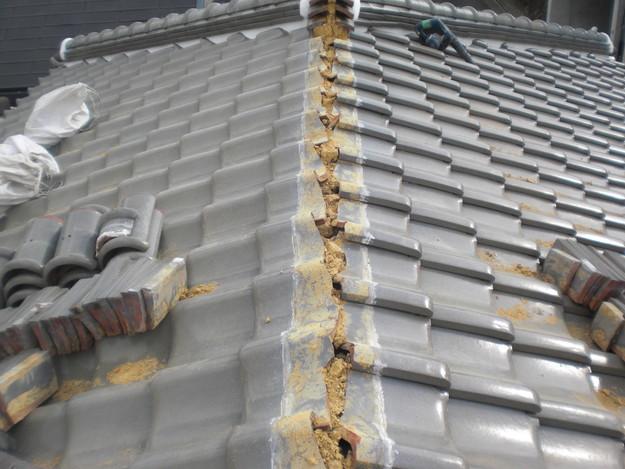 棟瓦の漆喰修理とズレめくれ対策棟瓦ラバー工事CIMG2251
