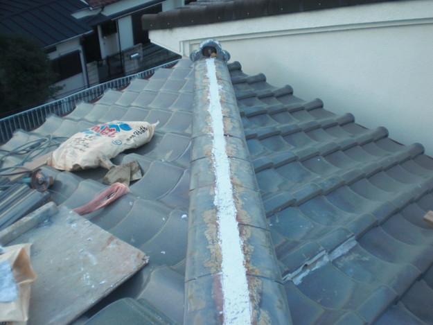 棟瓦の漆喰修理とズレめくれ対策棟瓦ラバー工事CIMG2256