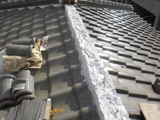 棟瓦の漆喰修理とズレめくれ対策棟瓦ラバー工事CIMG2259