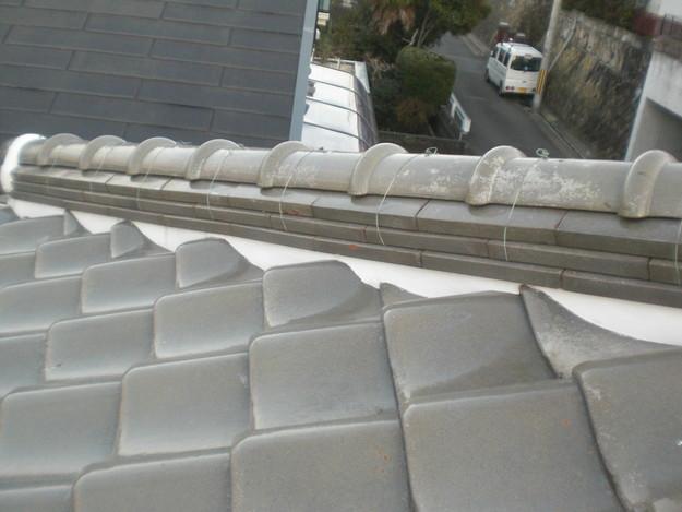 棟瓦の漆喰修理とズレめくれ対策棟瓦ラバー工事CIMG2264