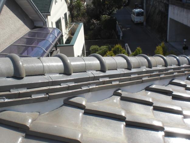棟瓦の漆喰修理とズレめくれ対策棟瓦ラバー工事CIMG2274