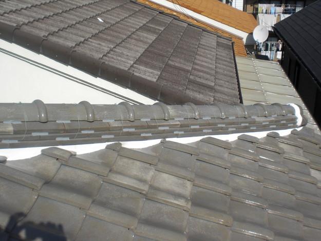 棟瓦の漆喰修理とズレめくれ対策棟瓦ラバー工事CIMG2275