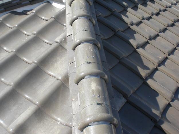 棟瓦の漆喰修理とズレめくれ対策棟瓦ラバー工事CIMG2276