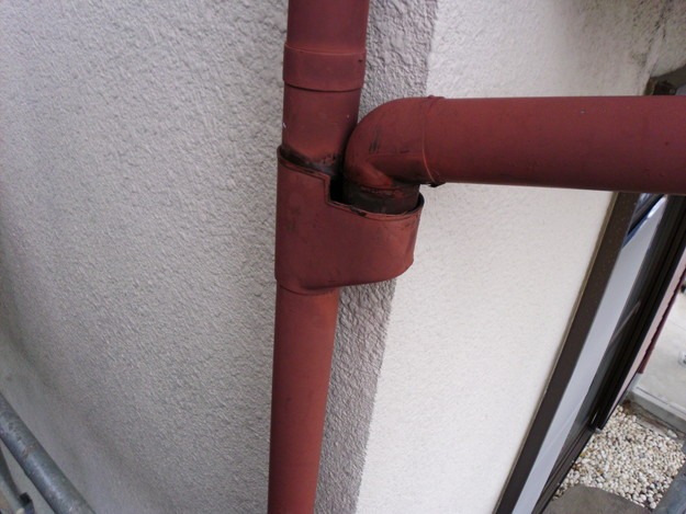 雨漏り対策修理ビフォー雨樋DSCI0899