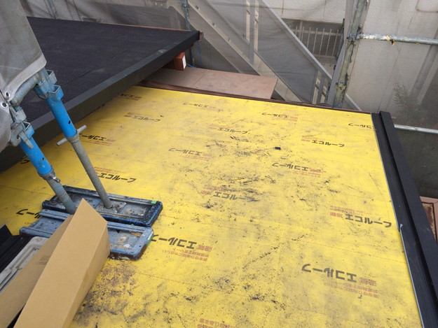 屋根防水シート敷設1449324579536