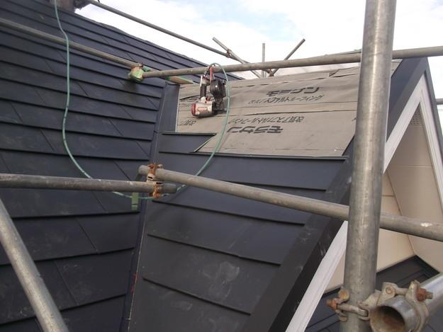 新設屋根材敷設中DSCF2424