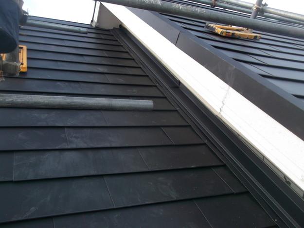 新設屋根材敷設中DSCF2428