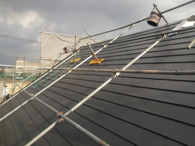 新設屋根材敷設中DSCF2434