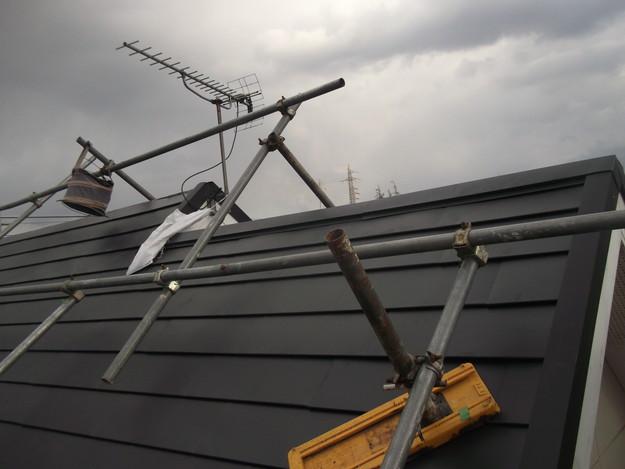 新設屋根材敷設中DSCF2435