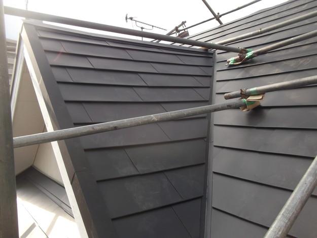 新設屋根材敷設中DSCF2444