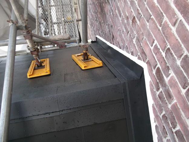新設屋根材敷設中DSCF2494