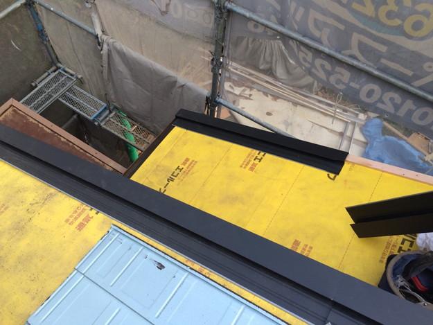新設屋根材敷設作業1449324589498