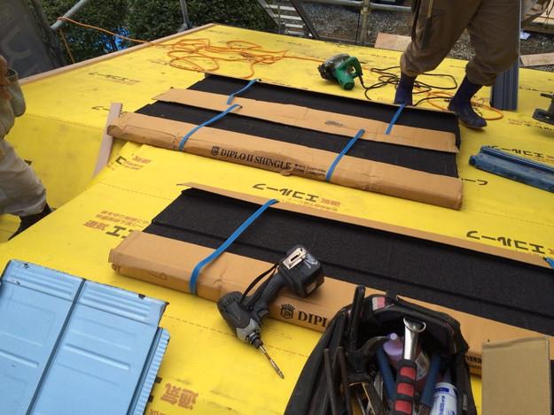 新設屋根材敷設作業1449324593573