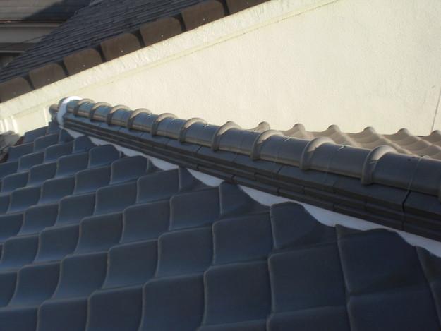 棟瓦の漆喰修理とズレめくれ対策棟瓦ラバー工事CIMG2246