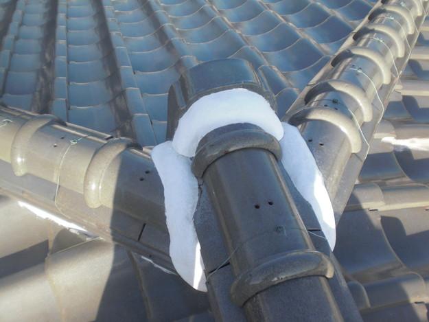 棟瓦の漆喰修理とズレめくれ対策棟瓦ラバー工事CIMG2249