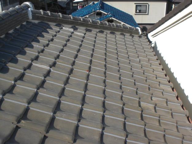 棟瓦の漆喰修理とズレめくれ対策棟瓦ラバー工事CIMG2277