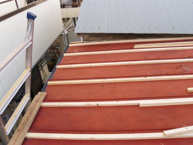 立平葺き屋根工事中の様子DSCI0720
