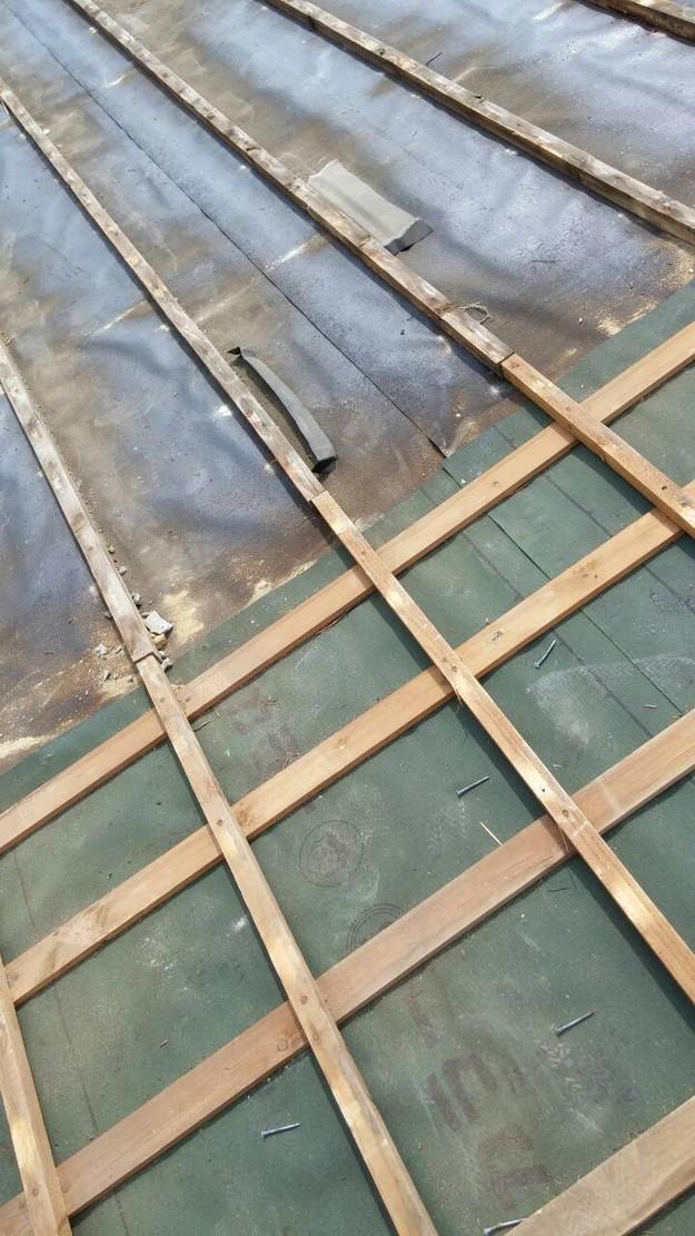 カラーベスト屋根葺き替え施工中1459670896220