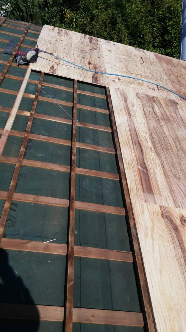 カラーベスト屋根葺き替え施工中1459670935746