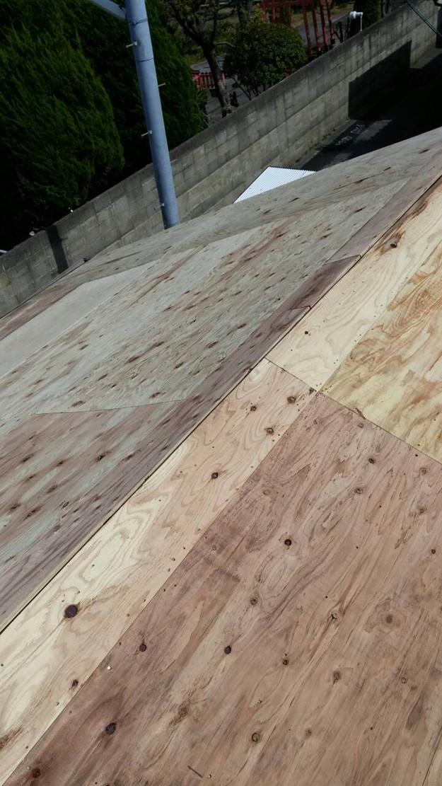 カラーベスト屋根葺き替え施工中1459670950786