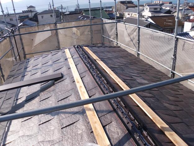 屋根のリフォームハイブリッド瓦敷設工事の様子DSCI1147