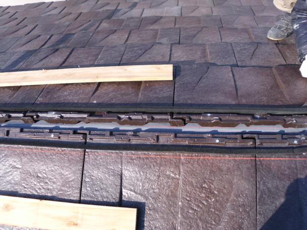 屋根のリフォームハイブリッド瓦敷設工事の様子DSCI1148