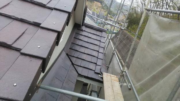 屋根のリフォーム神戸市新設屋根材ハイブリッド瓦設置作業1461820921096