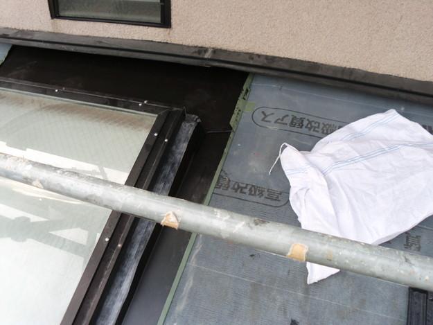 屋根のリフォーム葺き替え工事新設屋根材設置中DSCI1277