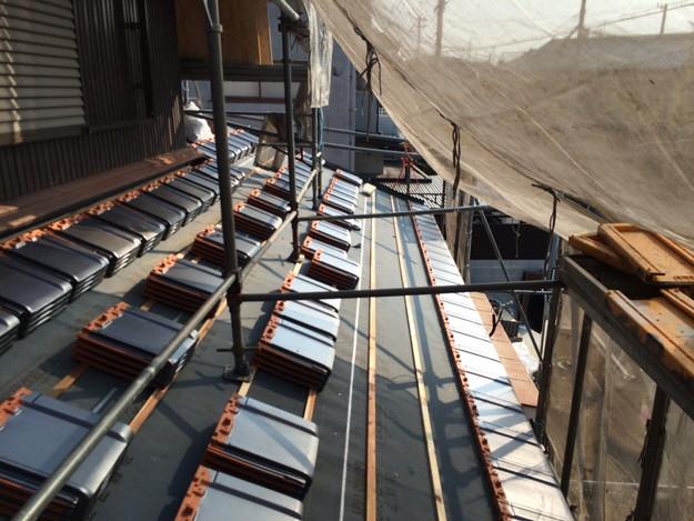 屋根リフォーム新設瓦材敷設作業1458906397005