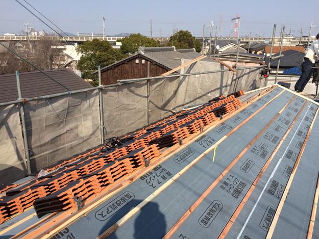 屋根リフォーム新設瓦材敷設作業1458906415786
