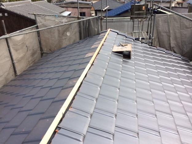 屋根リフォーム新設瓦材敷設作業1458906436799