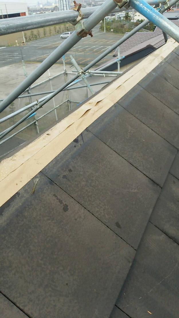 屋根修理棟板金工事と屋根裏換気システム設置施工中1460029607182