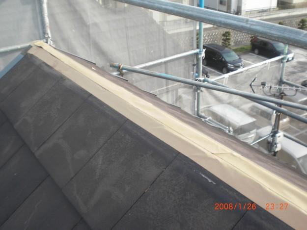 屋根修理棟板金工事と屋根裏換気システム設置施工中CIMG2501