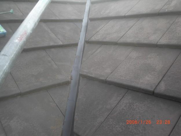 屋根修理棟板金工事と屋根裏換気システム設置施工中CIMG2504