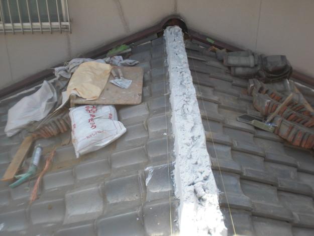 屋根修理棟瓦積替工事施工中CIMG2310