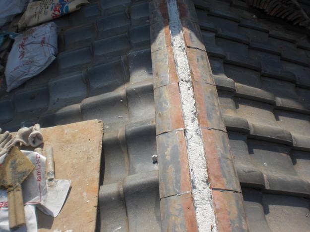 屋根修理棟瓦積替工事施工中CIMG2311