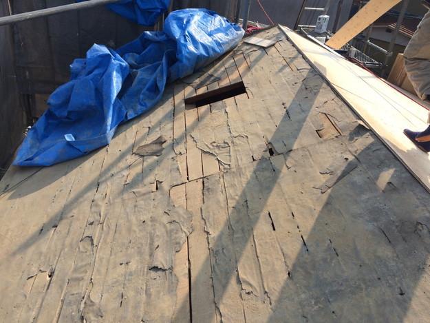 屋根葺き替え工事施工中1458906405142