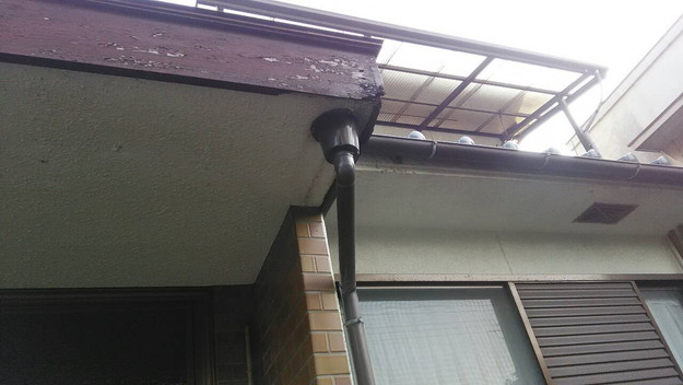 雨漏り修理玄関の板金工事施工前1456706342216